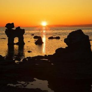 輸入壁紙 カスタム壁紙 PHOTOWALL / Sunset over Rocky Outcrops at Sea (e20099)