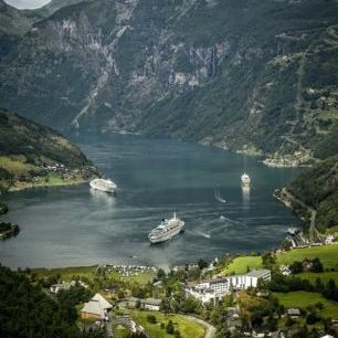 輸入壁紙 カスタム壁紙 PHOTOWALL / Boats in Geirangerfjord, Norway (e29911)