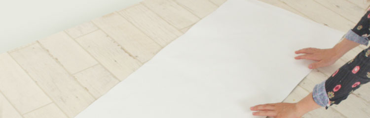 貼る壁紙の素材は不織布