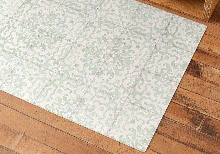 Antique Tile Mint 透明感のある水彩風絵付けタイルデザイン