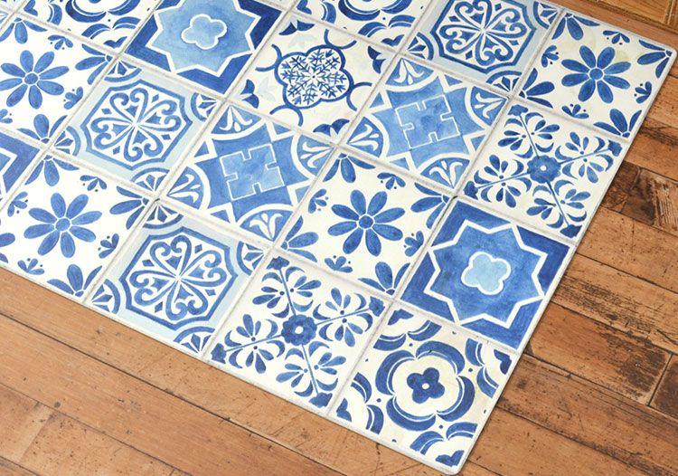 Random Tile Blue カントリーな雰囲気のブルーの絵付けタイルデザイン